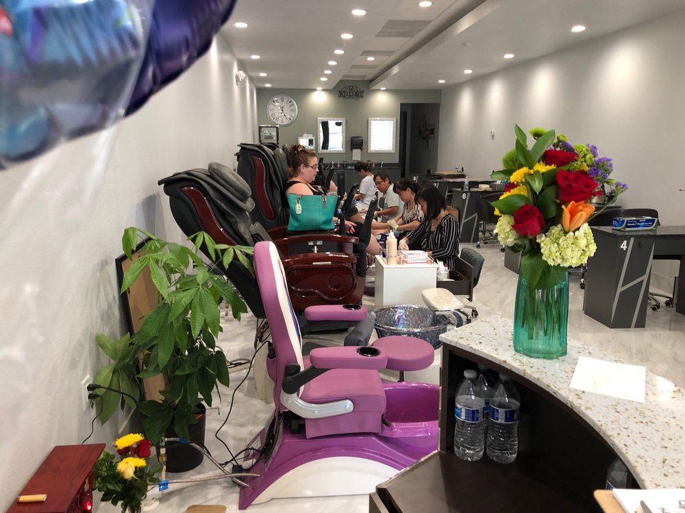 Nails Salon 33511